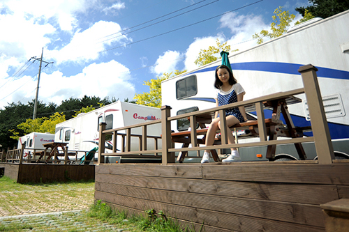 Caravans are available for rent at the campsite in Namsan Park.