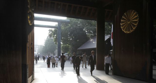 People bow at the Yasukuni Shrine in Tokyo on Aug. 15, 2013. /AP