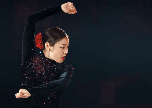 Kim Yu-na performs to