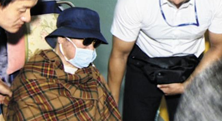 Former President Roh Tae-woo arrives at the Seoul National University Hospital on Monday. /TV Chosun
