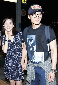 Lee Bo-young (left) and Ji Sung