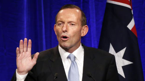 Australias conservative leader Tony Abbott gestures as he claims victory in Australias federal election during an election night function in Sydney on Sept. 7, 2013. /Reuters