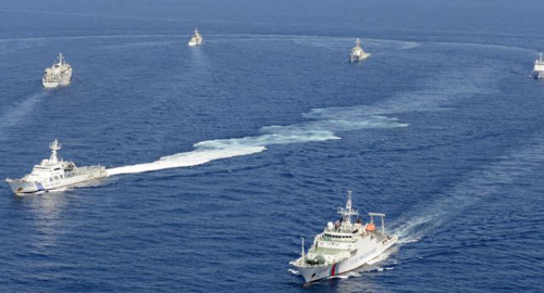 Vessels from the China Maritime Surveillance and the Japan Coast Guard are seen near disputed islands, called Senkaku in Japan and Diaoyu in China, in the East China Sea, in this photo taken by Kyodo on Sept. 10, 2013. /Reuters