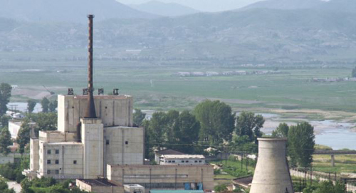 A North Korean nuclear plant is seen before demolishing a cooling tower (right) in Yongbyon, in this photo taken on June 27, 2008 and released by Kyodo. /Reuters