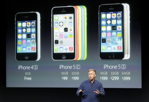 Phil Schiller, senior vice president of worldwide marketing for Apple, talks about the pricing of their new products at a media event in Cupertino, California on Tuesday. /Reuters-Newsis