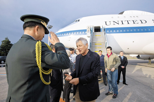 U.S. Secretary of Defense Chuck Hagel is greeted on arrival for celebrations marking the 60th anniversary of the end of the Korean War, in Seoul on Sunday. /AP-Newsis