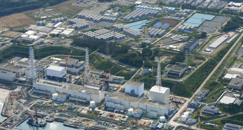 An aerial view shows the tsunami-crippled Fukushima Daiichi nuclear power plant and its contaminated water storage tanks on Aug. 31, 2013. /Reuters