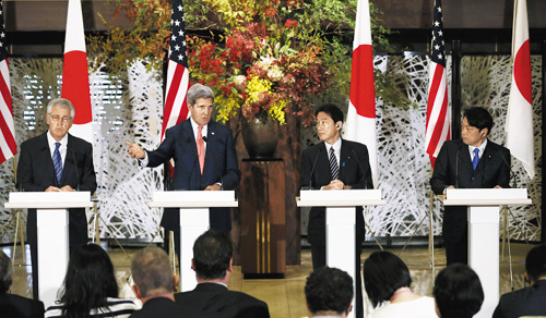 U.S. Secretary of State John Kerry (center left) and Secretary of Defense Chuck Hagel attend a news conference with Japans Defense Minister Itsunori Onodera (right), and Foreign Minister Fumio Kishida after security talks in Tokyo on Thursday. /AP-Newsis
