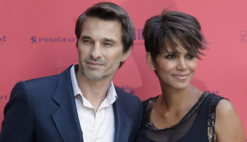 Actor and president of the Champs-Elysees Film Festival Olivier Martinez (left) poses with Actress Halle Berry on June 13, 2013. /AP