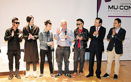 No Brain pose with U.S. producer Seymour Stein (center) at MU:CON Seoul 2013 on Saturday. /Courtesy of the Korea Creative Contents Agency