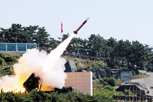 A Patriot missile is being launched during a live-fire drill in Daecheon, South Chungcheong Province on Wednesday. /News 1
