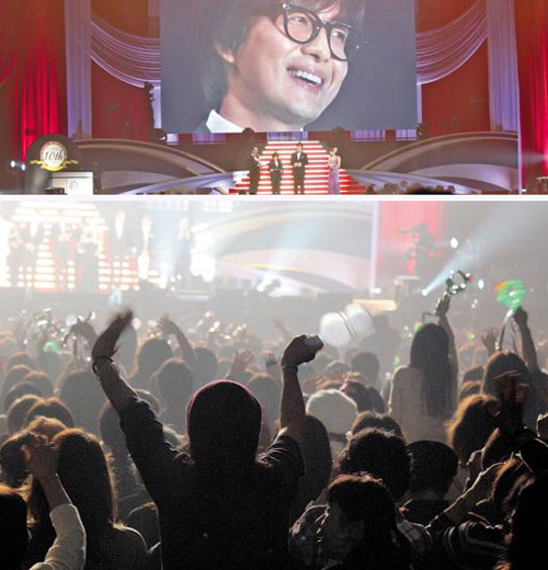 Fans cheer as Bae Yong-joon appears on the stage during a Korean entertainment awards ceremony in Chiba, Japan on Saturday.