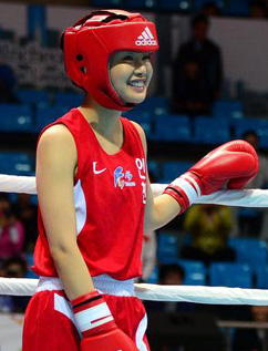 Actress Lee Si-young warms up ahead of the quarterfinal of the womens 51-kg class at the 94th National Sports Festival in Incheon on Monday.