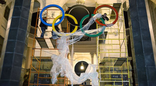 In this Oct. 28, 2013 photo, workers fix the Olympic emblem at an entrance to the railway station of Russias Black Sea resort of Sochi. /AP
