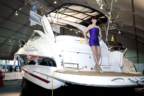 A model poses on a yacht at the Yacht and Boat Korea show last year in Changwon.