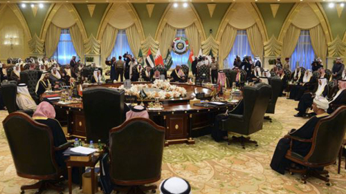Heads of States of the Gulf Cooperation Council sit at a round table in Bayan Palace for the opening session of the 34th GCC Summit hosted by Kuwait on Dec. 10, 2013. /Reuters