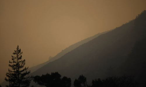 Thick smoke from wildfires hangs over Big Sur, California on Dec. 16, 2013. /Reuters