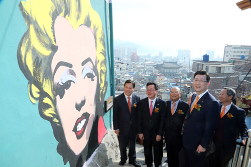 A mural featuring Marilyn Monroe has been painted on the wall of a house in a hillside village in Changwons Masanhappo district, South Gyeongsang Province.