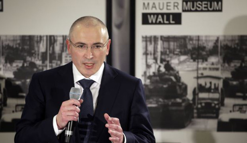 Mikhail Khodorkovsky speaks during his first news conference after his release in Berlin on Dec. 22, 2013. /AP