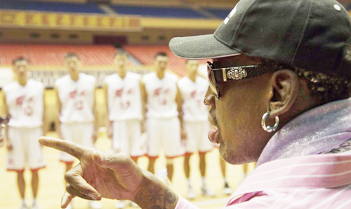 Dennis Rodman speaks to North Korean basketball players during a practice session in Pyongyang, North Korea on Friday. Rodman selected the members of the North Korean team who will play in Pyongyang against visiting NBA stars on Jan. 8, 2014, the birthday of North Korean leader Kim Jong-un. /AP-Newsis
