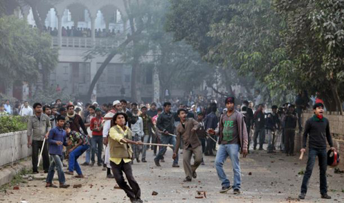 Supporters of the ruling Bangladesh Awami League throw bricks and stones during a clash with the supporters of main opposition Bangladesh Nationalist Party in Dhaka on Dec. 29, 2013. /AP