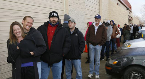 People wait in line to be among the first to legally buy recreational marijuana at the Botana Care store in Northglenn, Colorado on Jan. 1, 2014. /Reuters
