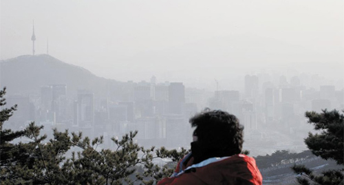 The Seoul skyline is obscured by a sandstorm on Wednesday. /News 1