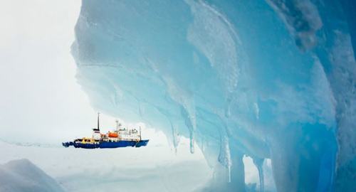MV Akademik Shokalskiy is pictured stranded in ice in Antarctica on Dec. 29, 2013. /Reuters