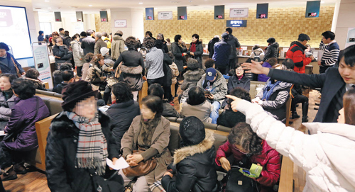 A customer service center at Lotte Department Store in Seoul is crowded with credit card holders asking for new cards on Monday.
