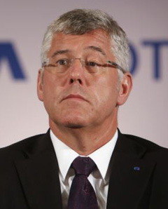Karl Slym, managing director of Tata Motors, looks on during a news conference to announce their second quarter results in Mumbai on Nov. 8, 2013 (file photo). /Reuters