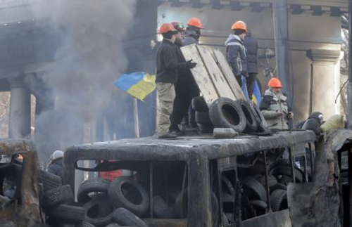 Protesters guard the barricades in front of riot police in Kyiv on Jan. 27, 2014. /AP