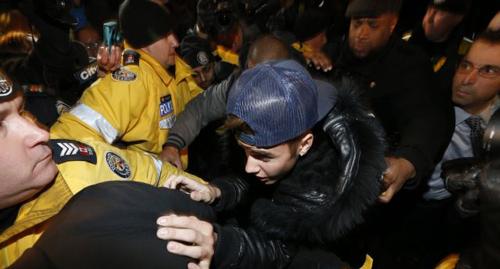 Pop singer Justin Bieber arrives at a police station in Toronto on Jan. 29, 2014. /Reuters