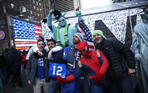 Seattle Seahawks fans pose for a picture in Times Square while they visit the Super Bowl Boulevard fan zone ahead of Super Bowl XLVIII in New York on Feb. 1, 2014. /Reuters