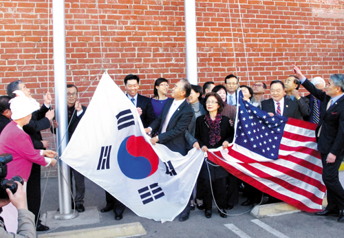 Korean Americans hoist the Korean and U.S. national flags in Los Angeles on Jan. 13 to mark the 111st anniversary of Korean immigration to the U.S.