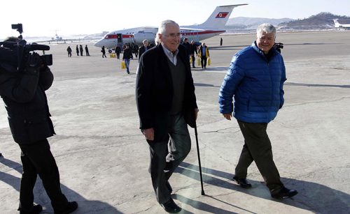 Pacific Century Institute chairman Donald Gregg (center) and his party arrive at Pyongyang Airport in Pyongyang on Monday. /AP-Newsis
