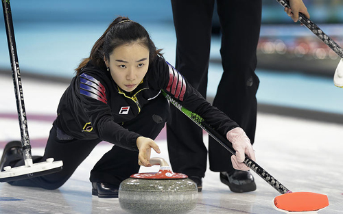 Skipper Kim Ji-sun releases the rock during the womens curling competition against Japan at the Sochi 2014 Winter Olympics on Tuesday in Sochi, Russia. /AP-Newsis