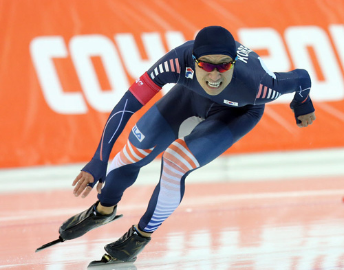 Lee Kyou-hyuk competes in the mens 1,000-m speed skating final at the Adler Arena Skating Center during the Sochi 2014 Winter Olympics on Wednesday in Sochi, Russia.