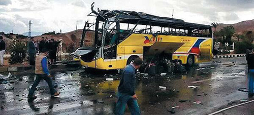 The wreckage of a tour bus that was carrying 33 Koreans when it was destroyed by a bomb in Taba, Egypt on Sunday. /Courtesy of The Times of Israel