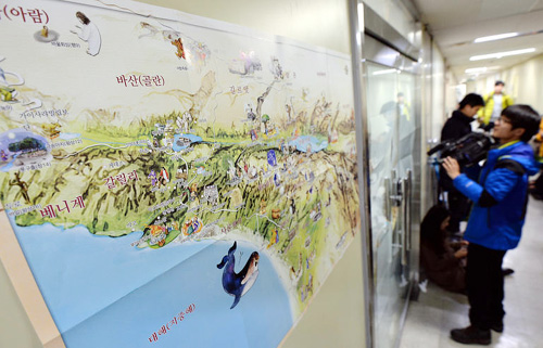A map of a pilgrimage route is posted on Monday at the entrance of the travel agency in Seoul which arranged the tour of the victims of a terror attack in Egypt. /Newsis