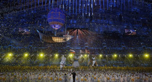 Confetti rains down at the end of the closing ceremony for the Sochi 2014 Winter Olympics on Feb. 23, 2014. /Reuters