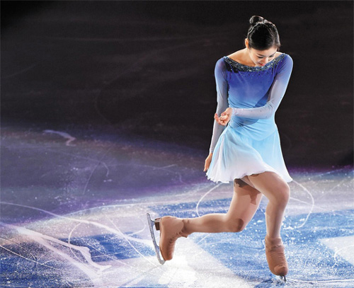 Kim Yu-na performs during the figure skating exhibition gala at the Iceberg Skating Palace at the Sochi 2014 Winter Olympics in Russia on Saturday. /Newsis