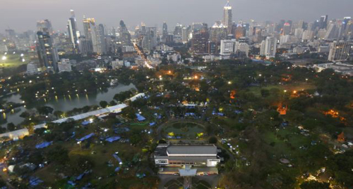 Anti-government protesterss tents are set up inside Lumpini Park, the main protest site in Bangkok on March 4, 2014. /Reuters