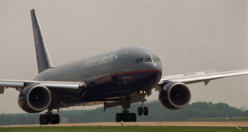 The first commercial flight by a Boeing 777 arrives at Dulles Airport in Dulles, Virginia, June 1995. /AP