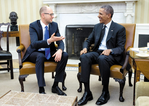 President Barack Obama (right) talks with Ukraine Prime Minister Arseniy Yatsenyuk in the Oval Office of the White House in Washington on March 12, 2014. /AP