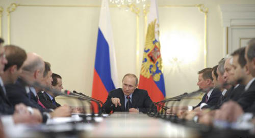 Russian President Vladimir Putin chairs a Russian government meeting in the Novo-Ogaryovo residence outside Moscow on March 5, 2014. /Reuters