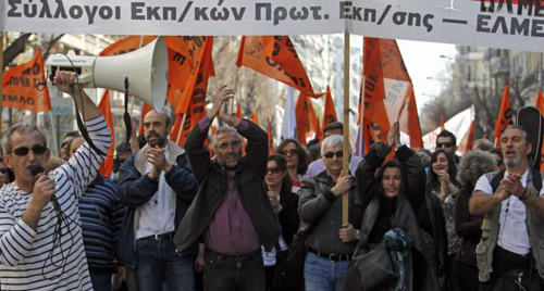 Protesters chant anti-austerity slogans during a rally in the northern Greek port city of Thessaloniki on March 19, 2014. /AP