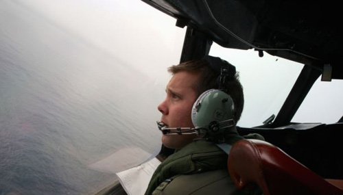 Co-Pilot, Flying Officer Marc Smith, turns his Royal Australian Air Force AP-3C Orion aircraft at low level in bad weather whilst searching for the missing Malaysian Airlines Flight MH370 over the Southern Indian Ocean on March 24, 2014. /Reuters