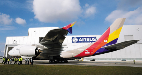 Asianas first A380 leaves a hangar at the Finkenwerder plant in Hamburg, Germany on Wednesday. /News1