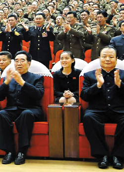Kim Yeo-jong (center) attends a concert in Pyongyang on March 22, 2014. /Rodong Sinmun