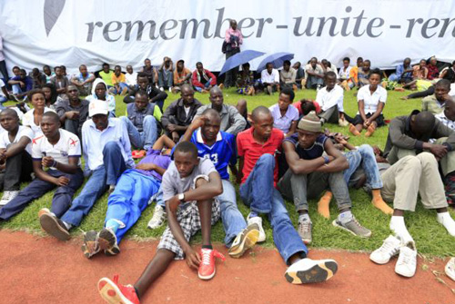 People follow the proceedings of the 20th anniversary commemoration of the Rwandan genocide in Kigali on April 7, 2014. /Reuters